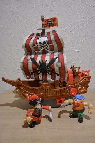 Grający statek piracki z figurkami