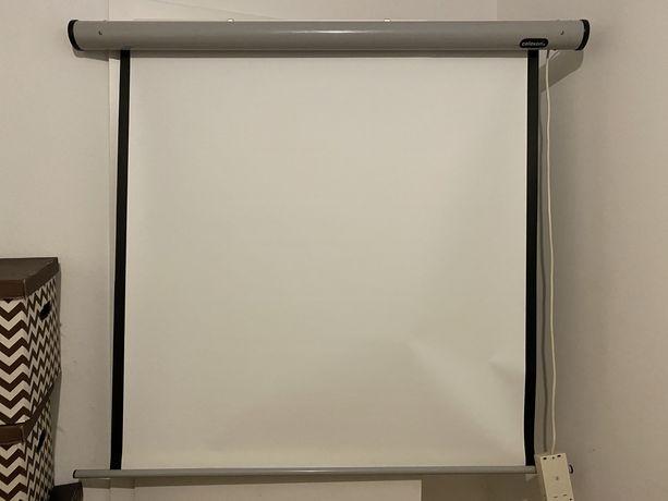 Ekran projekcyjny Celexon automatuczny