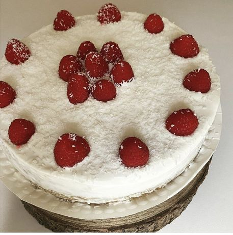 Bolos de anivesario e cupcakes