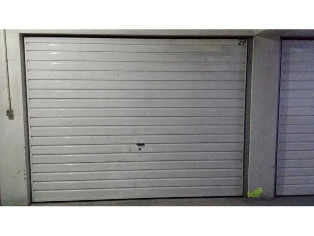 Garagem Boxe em condomínio tranquilo - Riba D´ave