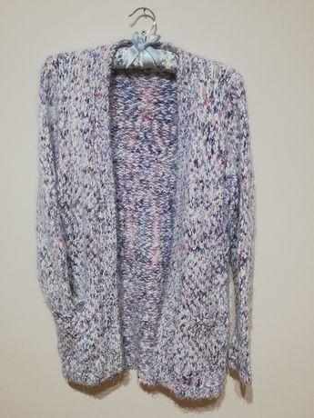 Kolorowy, włochaty sweter