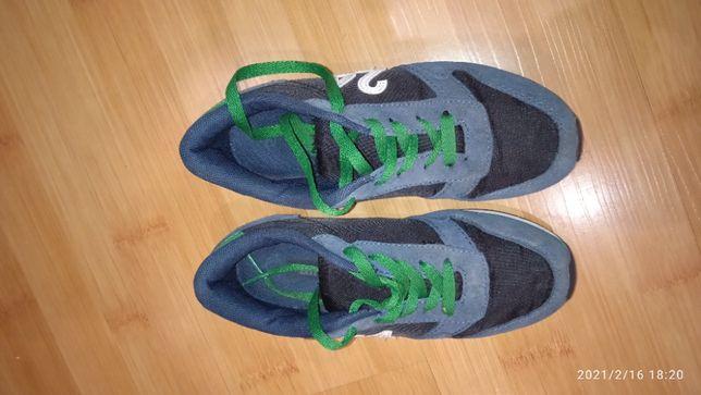 Продам детские кроссовки демисезон 33 размер