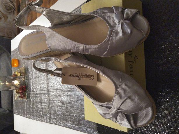 Piękne sandały Clara Barson satyna srebrna 39