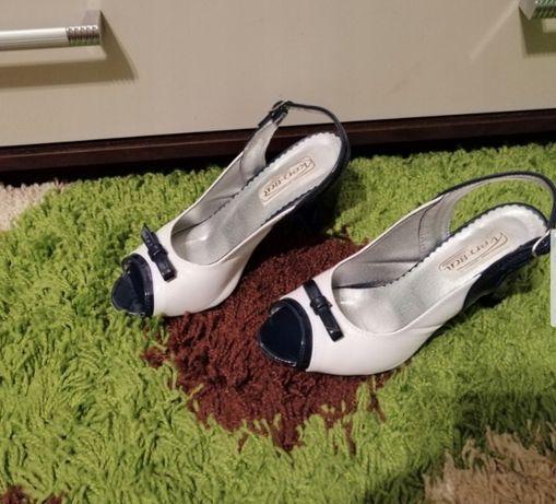 Damskie buty z odkrytymi palcami.. rozmiar