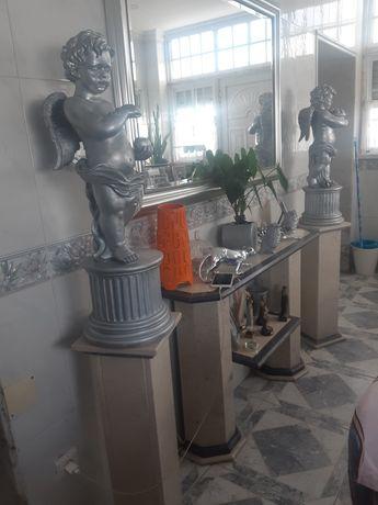 Vendo credencia em mármore , mais duas colunas em mármore e dois anjos