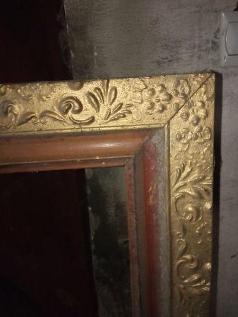 Ozdobna stara rama złotego koloru