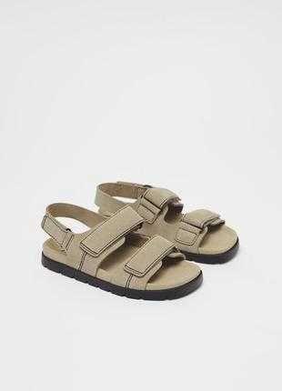 Шкіряні сандалі Zara