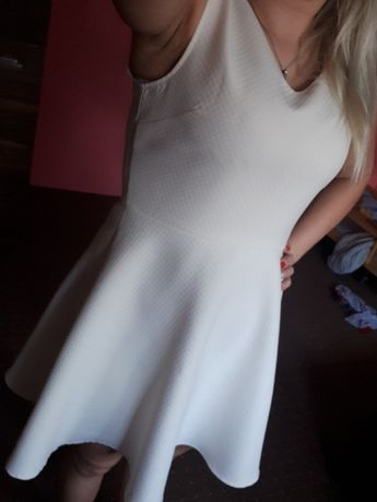 Sukienka/ kiecka na wesele rozkloszowana biala kremowa