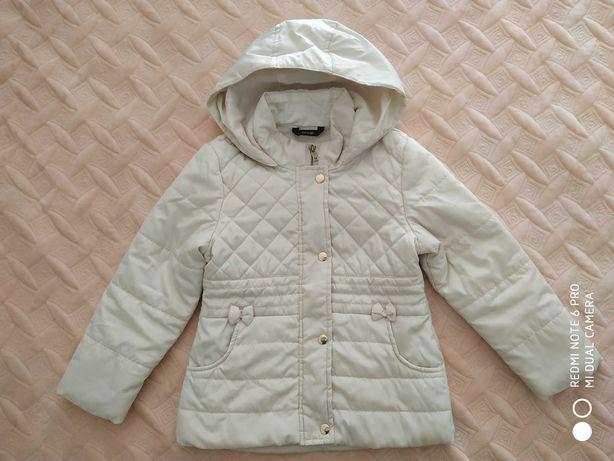 Куртка осіння на 5-6років.