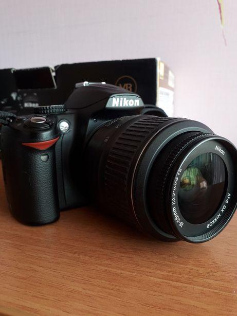 камера Nikon D3000