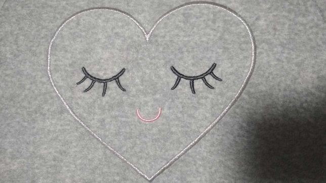 Кофтинка для дівчинки, розмір 104 з вишивкою сердечко.