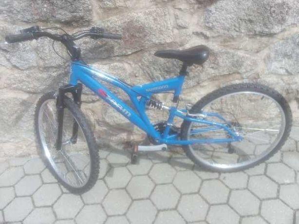 Bicicleta montanha em excelente estado