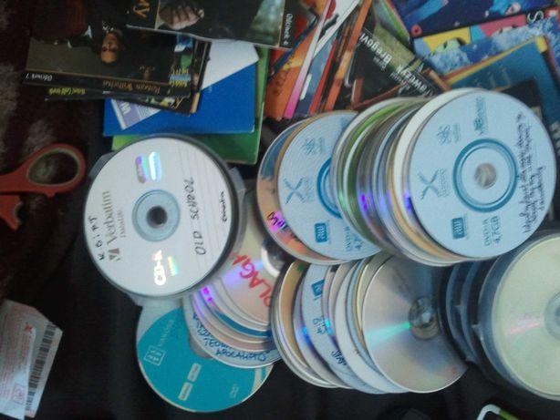 Około 200-sztuk CD i DVD z filmami i muzyka