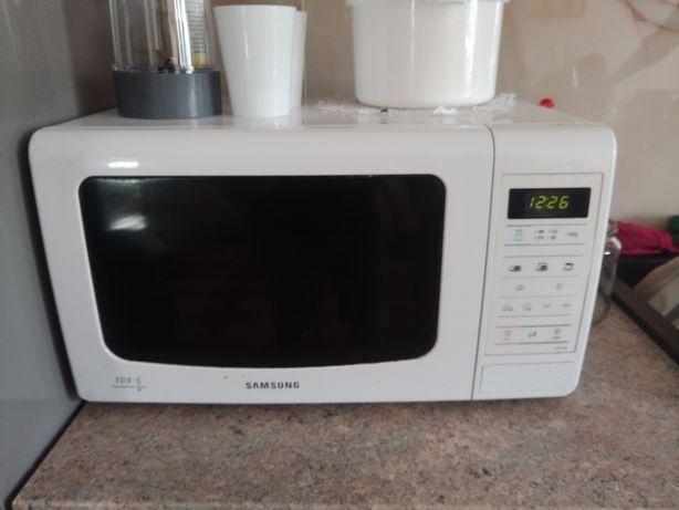 Mikrofala Samsung ME733K Biała 20L 800Wat