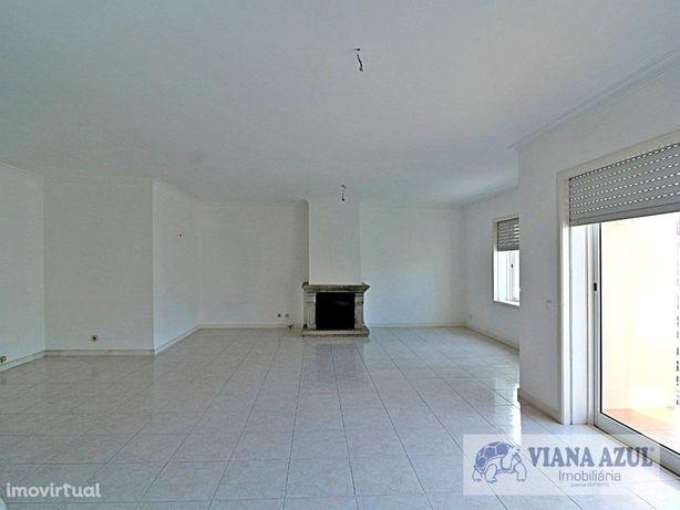 Apartamento T3 c/Terraço, Cabedelo, Darque.