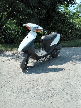 Продам  скутер Suzuki lets 2 new