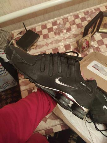 Продам кроссовки Nike Shox