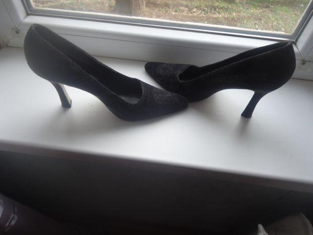 Продаются пара женских туфлей,38р-р-(140грн)См.описание и фото