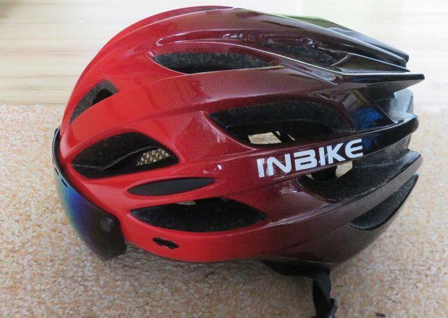 Kask rowerowy zintegrowane okulary + lampka tylna czerwona