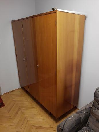 Piękna szafa z czasów PRL-u