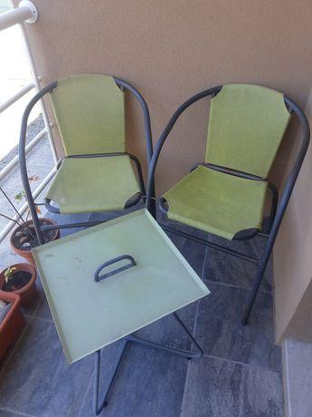 Mesinha com duas cadeiras exterior