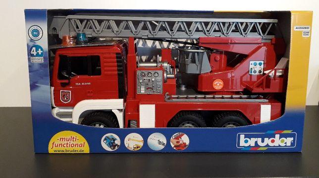 BRUDER MAN Wóz STRAŻACKI pożarniczy z drabiną I dźwiękiem