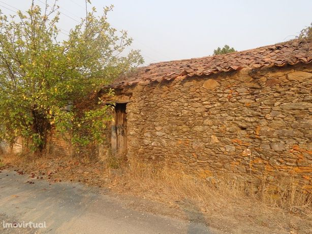 Casa em pedra para reconstrução com terreno CH1958/17
