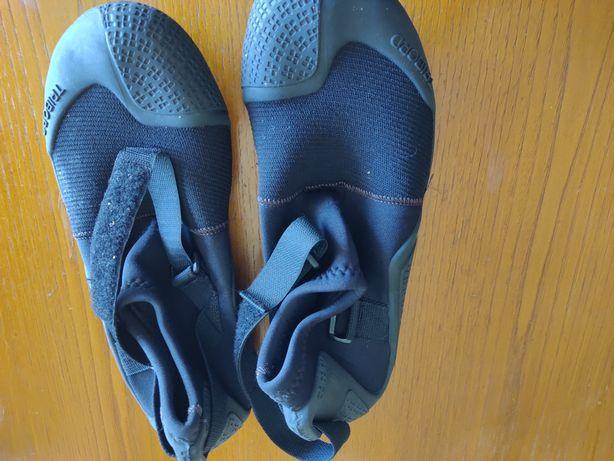 Sapatos para água