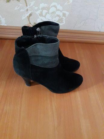 Ботинки замшевые.Размер 36