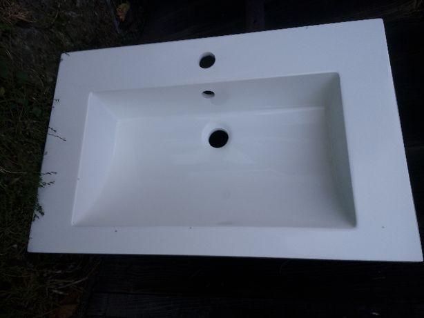 Umywalka z aglomarmuru