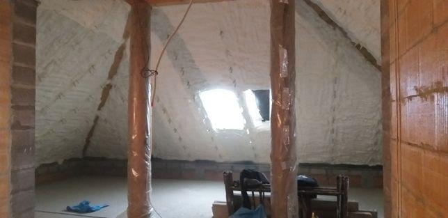 Piana poliuretanowa izolacja natryskowa ocieplanie dachów stropów