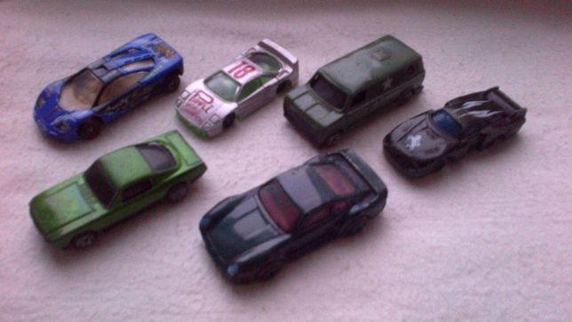 Машинки игрушечные 1990-х годов.