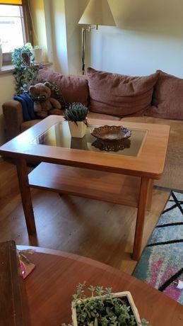 Stolik drewniany z szklaną szybą