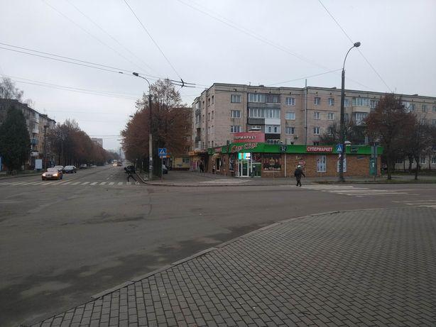 Проспект Миру поряд з вокзалом