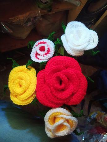Róże, tulipany na szydełku, handmade. Dzień kobiet/wyposażenie wnętrz