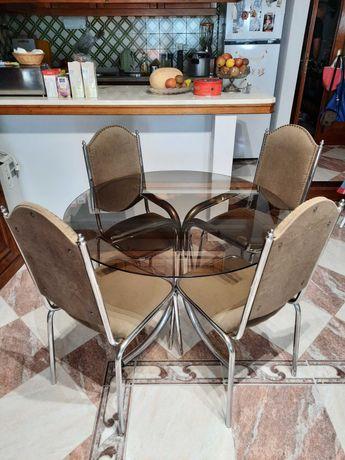 Conjunto de 4 cadeiras e mesa com tampo de vidro