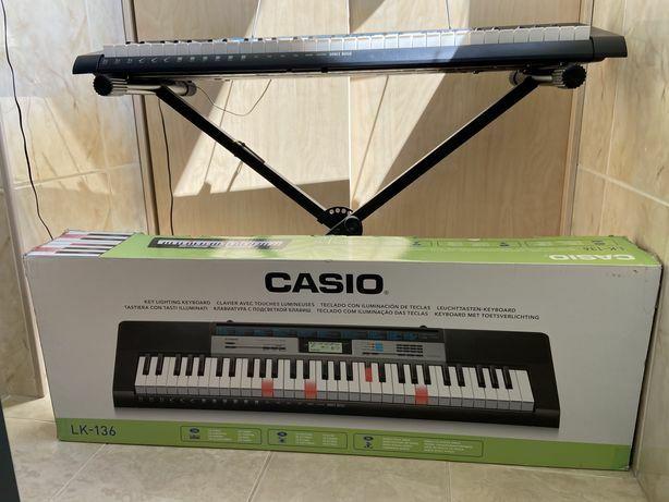 Синтезатор Casio LK-136