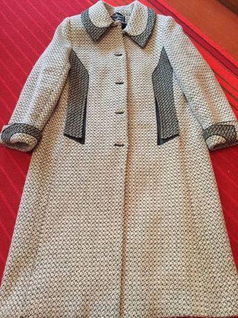 Продам женское пальто 58 размер