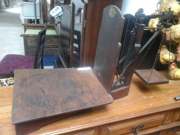 Balança antiga em madeira A.Hoffmann