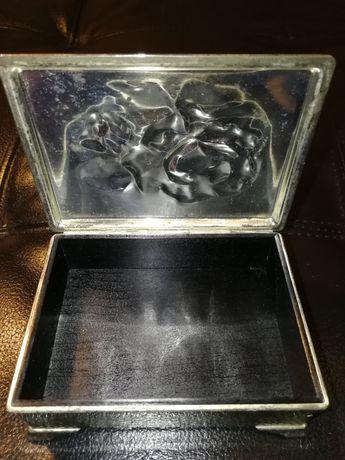 Garrafa sifão cinzeiros de mármore e caixa guarda jóias metálica