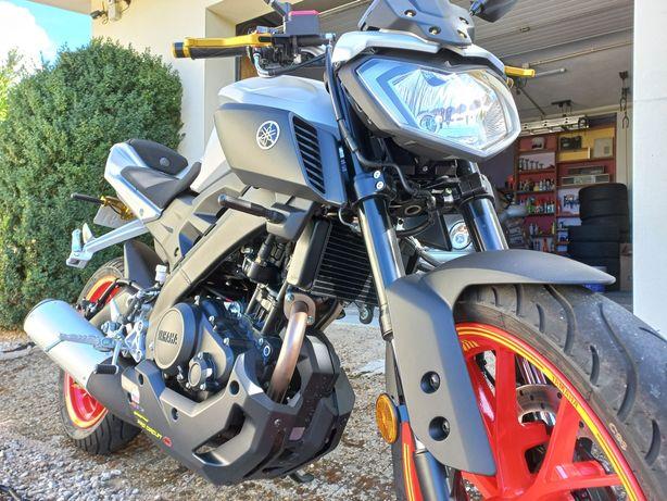 Moto Yamaha MT-125