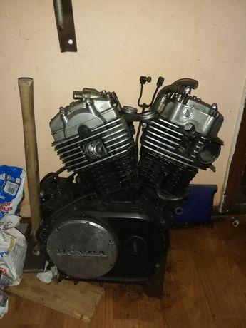 Silnik honda vt750 84r