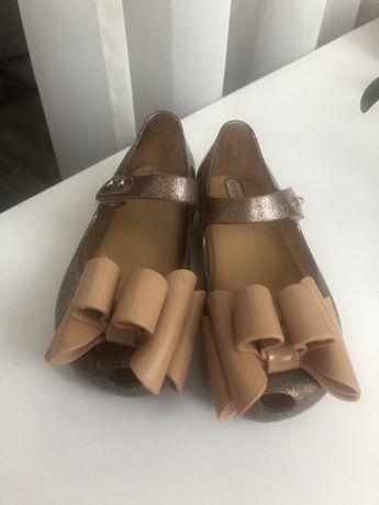 Продам туфли mini melissa
