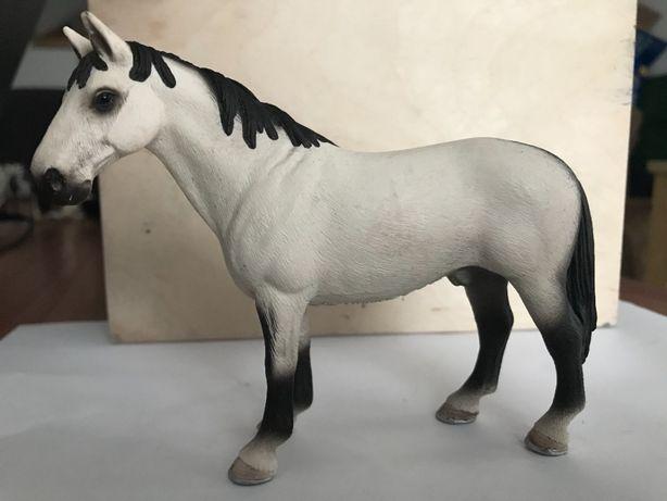 Schleich koń - ogier Hanowerski