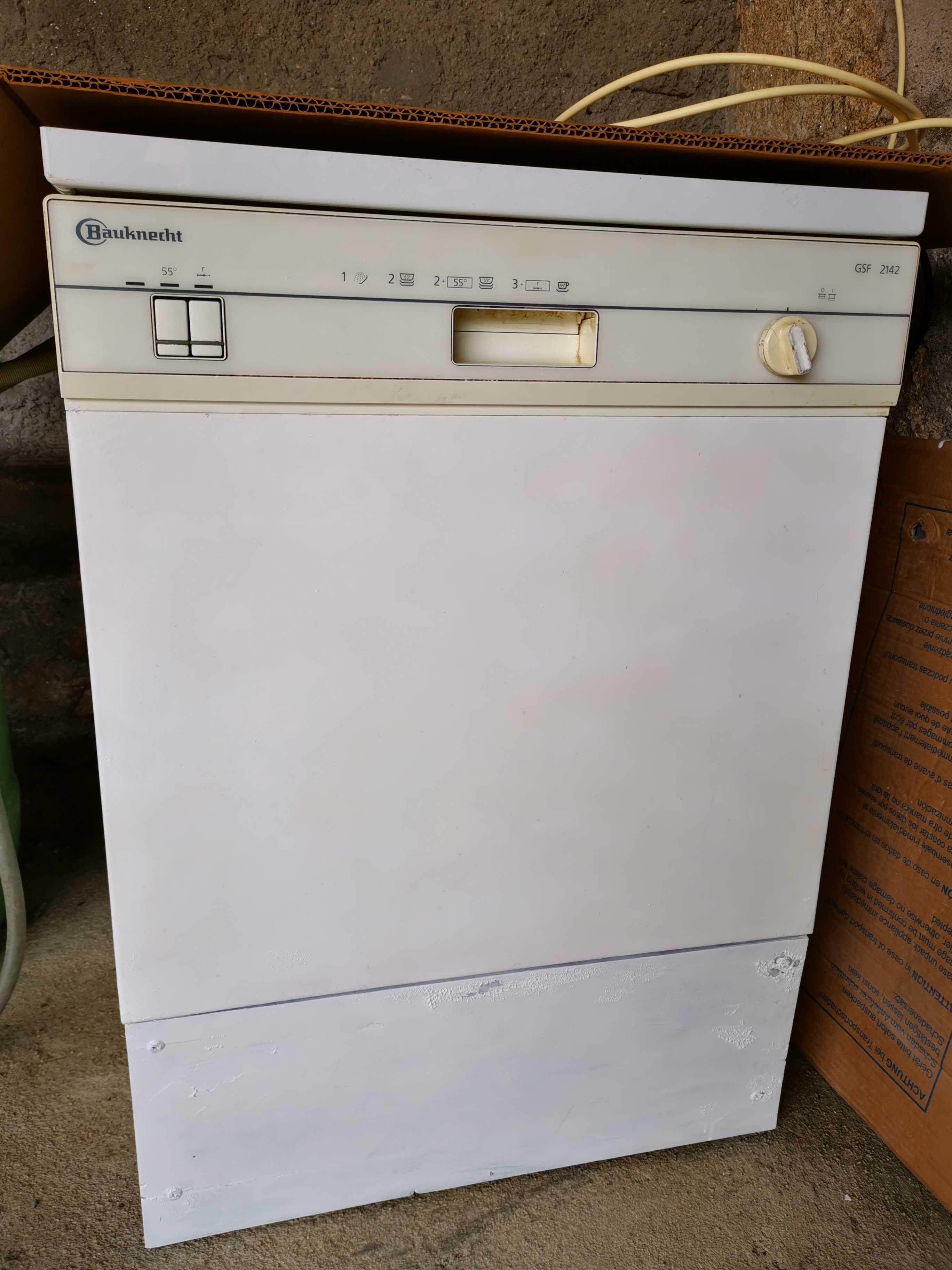 Máquina de lavar loiça a funcionar a 100%