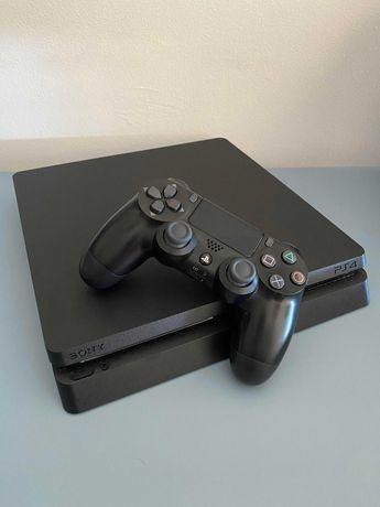 PS4 Slim 500GB (excelente estado) + FIFA (17-20) + RDR II
