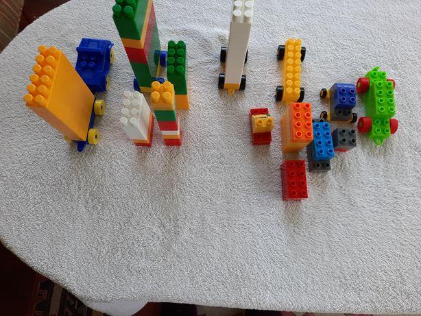 Набор кубиков и машинок