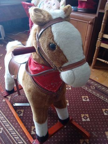 Детская лошадка качалка с звуковыми ефектами.