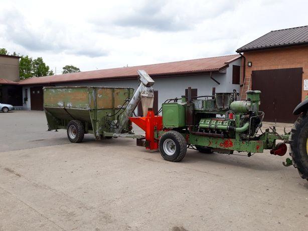 Młyn śrutownik rozdrabniacz do kukurydzy na CCM z silnikiem spalinowym