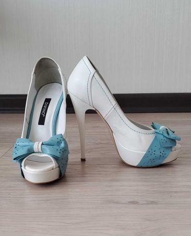 Туфли DIVINO 34-35 размер, стелька 21.5 -22 см. На шпильке. На каблуке